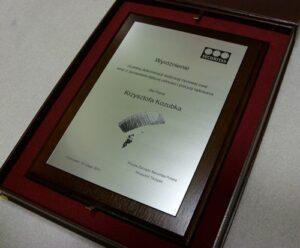 Dyplom grawerowany w laminacie mwtalizowanym na desce dębowej w etui
