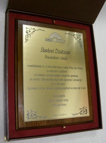 Dyplom grawerowany w laminacie grawerskim metalizowanymlz 990 na desce dębowej