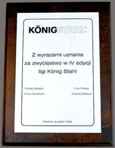 Dyplom grawerowany w laminacie metalizowanym na podkładzie drewnianym