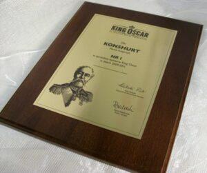 Dyplom grawerowny w laminacie metalizowanym na desce drewnianej