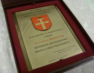 Dyplom grawerowany w mosiądzu polerowanym lakierowanym