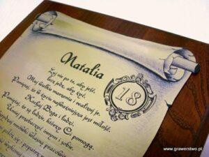 Dyplom grawerowany w formie zwoju - laminat na podkładzie dębowym w etui