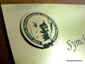 Nakładka z lamintu umieszczona na dyplomie