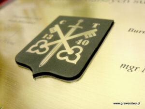 Nakładka na dyplom w formie herbu wykonana z laminatu
