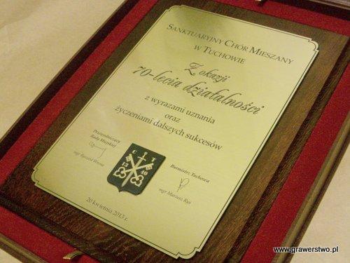 Dyplom grawerowany - laminat metalizowany . Herb wykonany z laminatu, jako nakładka.