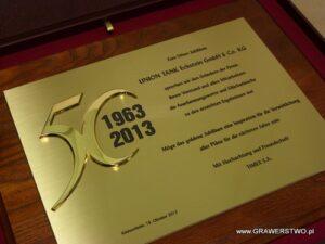 Dyplom mosiężny z nakladką złoconą na desce dębowej