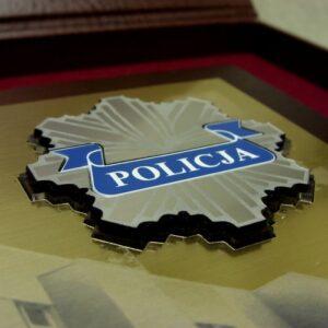 Logotyp wykonany z laminatu metalizowanego