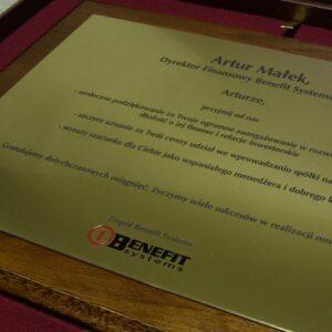 Dyplom grawerowany z mosiądzu - grawerunek wypełniony farbą