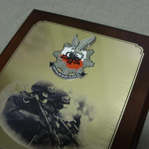 Dyplom grawerowany z laminatu grawerskiego z nakładką logotypu w kolorze
