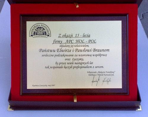 Dyplom grawerowany w laminacie złotym na desce dębowej w etui