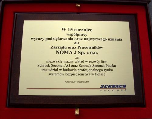 Dyplom grawerowany z mosiądzu szlifowanego srebrnego na desce drewnianej w etui