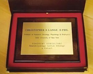 Dyplom grawerowany w laminacie grawerskim lz na desce dębowej w etui