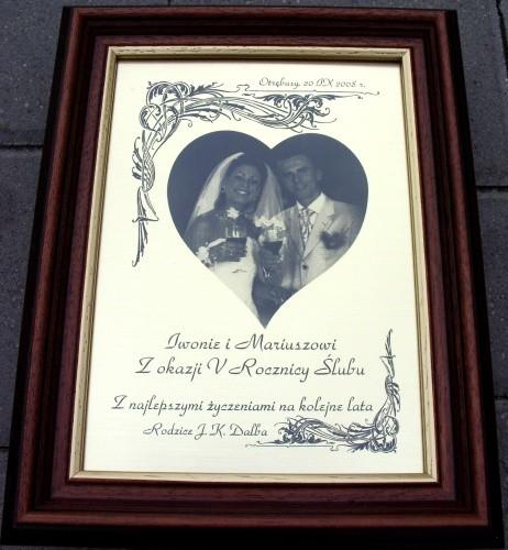Dyplom pamiątkowy grawerowany w laminacie umieszczony w ozdobnej ramce