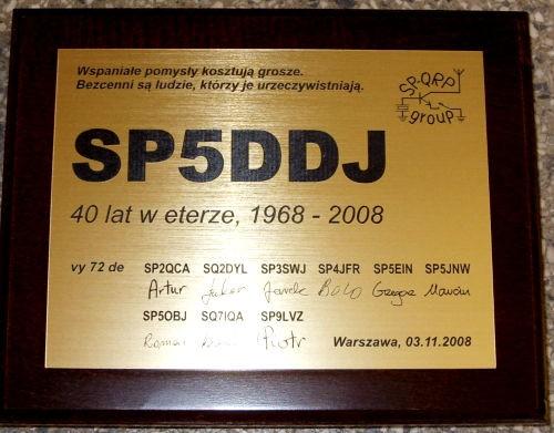 Dyplom grawerowany w mosiądzu szlifowanym na desce drewnianej w etui