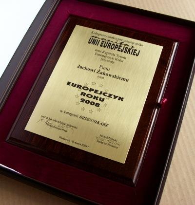 Dyplom grawerowany w laminacie grawerskim na desce dębowej w etui