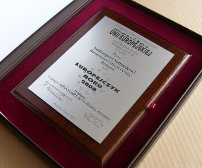 Dyplom grawerowany w laminacie metalizowany na desce dębowej w etui