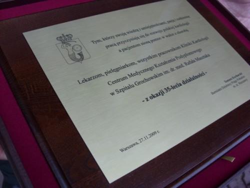 Dyplom wykonany z laminatu metalizowanego na desce dębowej w etui