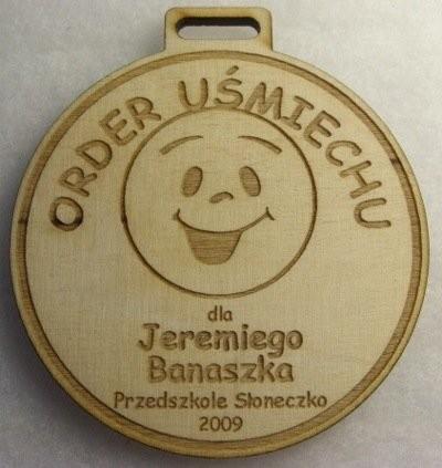 Medal uśmiechu grawerowany laserowo w sklejce liściastej 4 mm