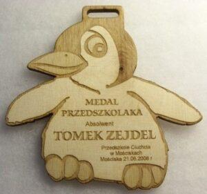 Medal przedszkolaka grawerowany laserowo w sklejce liściastej 4 mm