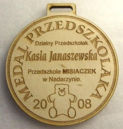 Medal przedszkolaka grawerowany laserem CO2 w sklejce liściastej 4 mm