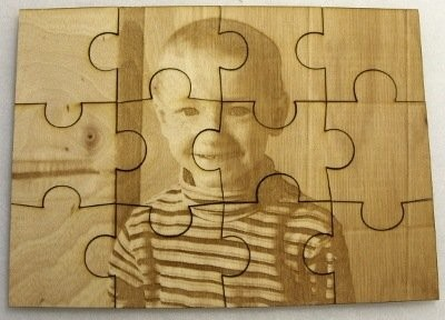 Zdjęcie grawerowane laserowo na sklejce liściastej 4 mm jako puzzle
