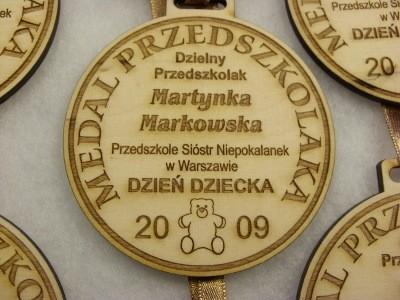 Medal dzielnego przedszkolaka grawerowany laserem na sklejce liściastej 4 mm