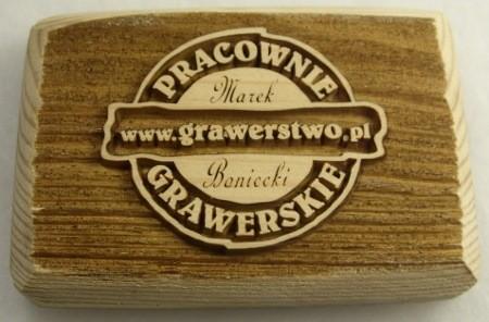 Logo firmy www.grawerstwo.pl wykonane laserem CO2 na drewnie