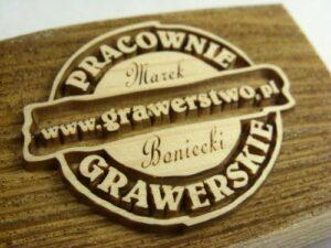 Logo firmowe www.grawerstwo.pl  grawerowane laserowem na desce sosnowej