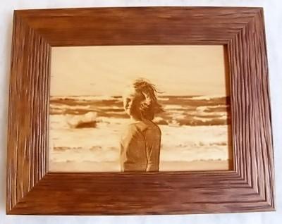 Zdjęcie grawerowane na sklejce drewnianej laserem