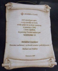Dyplom w formie zwoju grawerowany laserowo na sklejce 4 mm