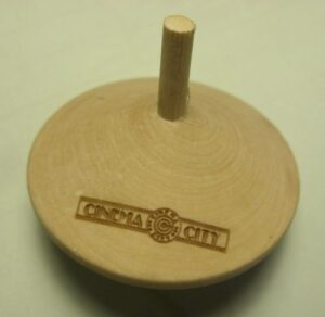 Grawerowanie laserowe logotypu na bączku drewnianym