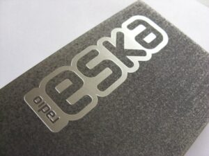 Logotyp grawerowany w aluminium - grawerowanie laserowe