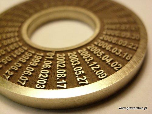 Głęboki grawerunek laserowy - pierścień złoty