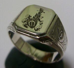Herb grawerowany laserowo na sygnecie srebrnym