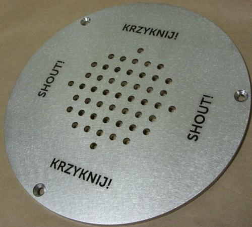 Grawerowanie laserowe w stali nierdzewnej do obejrzenia w Cenrum Nauki Kopernik