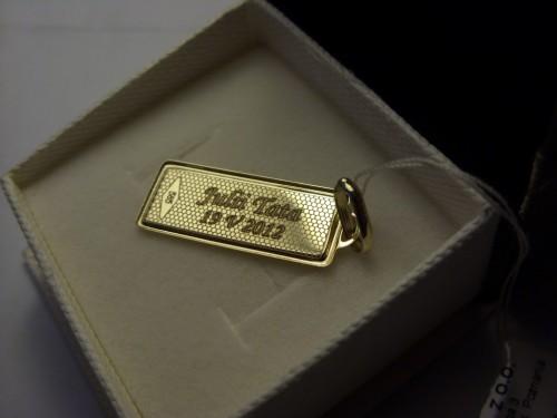 Tył medalika złotego - grawerunek laserowy