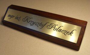 Klocek wizytowy na biurko - tabliczka grawerowana z laminatu