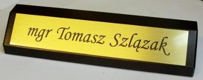 Biurowy klocek wizytowy - tabliczka z laminatu metalizowanego grawerowana