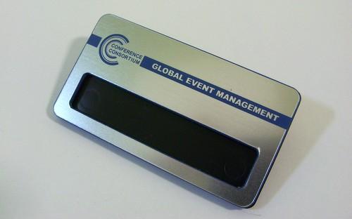 Identyfikator grawerowany z laminatu lz 9412 z okienkiem do wsuwania karteczki z imieniem wymiar identyfikatora 70x38 mm