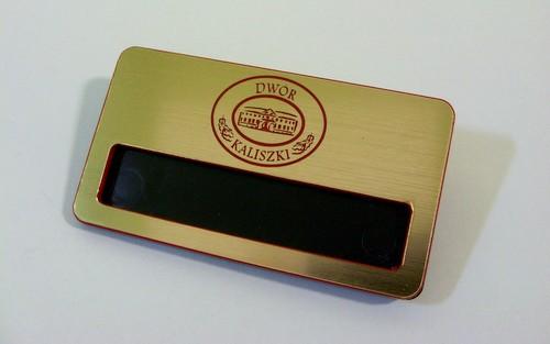 Identyfikator grawerowany z laminatu lz 9409 z okienkiem możliwość wsuniecia karteczki z imieniem wymiar identyfikatora 70x 38 mm