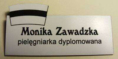 Identyfikator grawerowany z laminatu lz 902 z nakładką w formie czepka