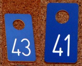 Numerki grawerowane z laminatu LZ 904