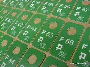 Numerki szatniowe grawerowane z zielonego laminatu grawerskiego LZ-905