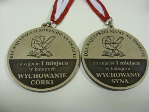 Medale mosiężne grawerowane - wykończenie patynowane