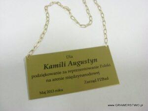 Tabliczka mosiężna z łańcuszkiem wykończenie patynowane