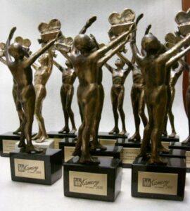 Statuetki Telekamer z tabliczkami mosiężnymi patynowanymi