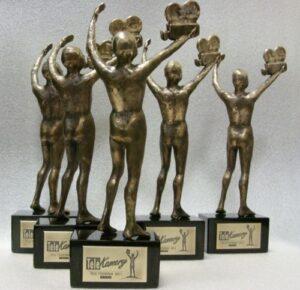 Statuetki TELEKAMER autorstwa rzeźbiarza Kuby Matejkowskiego z tabliczkami wykonanymi z mosiądzu o wykończeniu patynowym