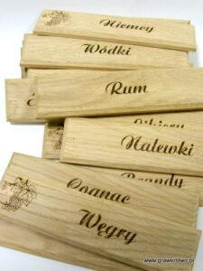 Tabliczki wykonane z drewna - grawerunek laserowy