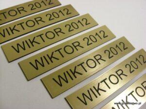 Tabliczka grawerowana  z laminatu grawerskiego LZ990 - do statuetek WIKTORY 2012