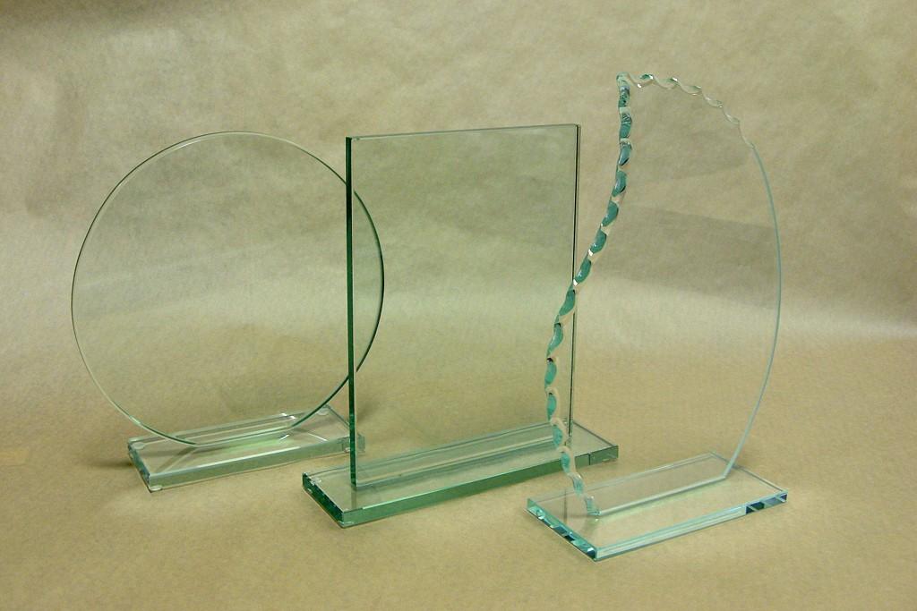 Przykładowe kształty statuetek szklanych